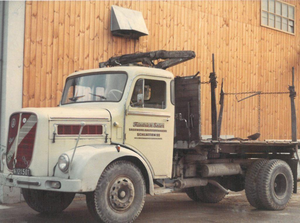 MAN-Diesel LKW mit Holzkran