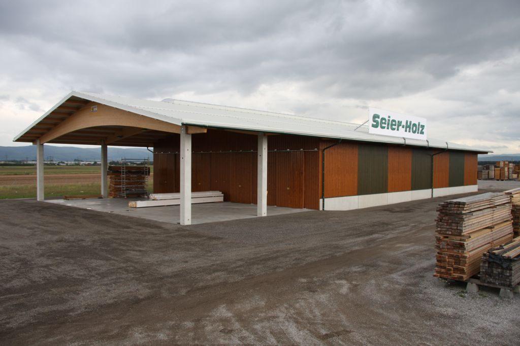 Erste Halle zur Eröffnung des Holz-Platzhandels im Jahre 2005